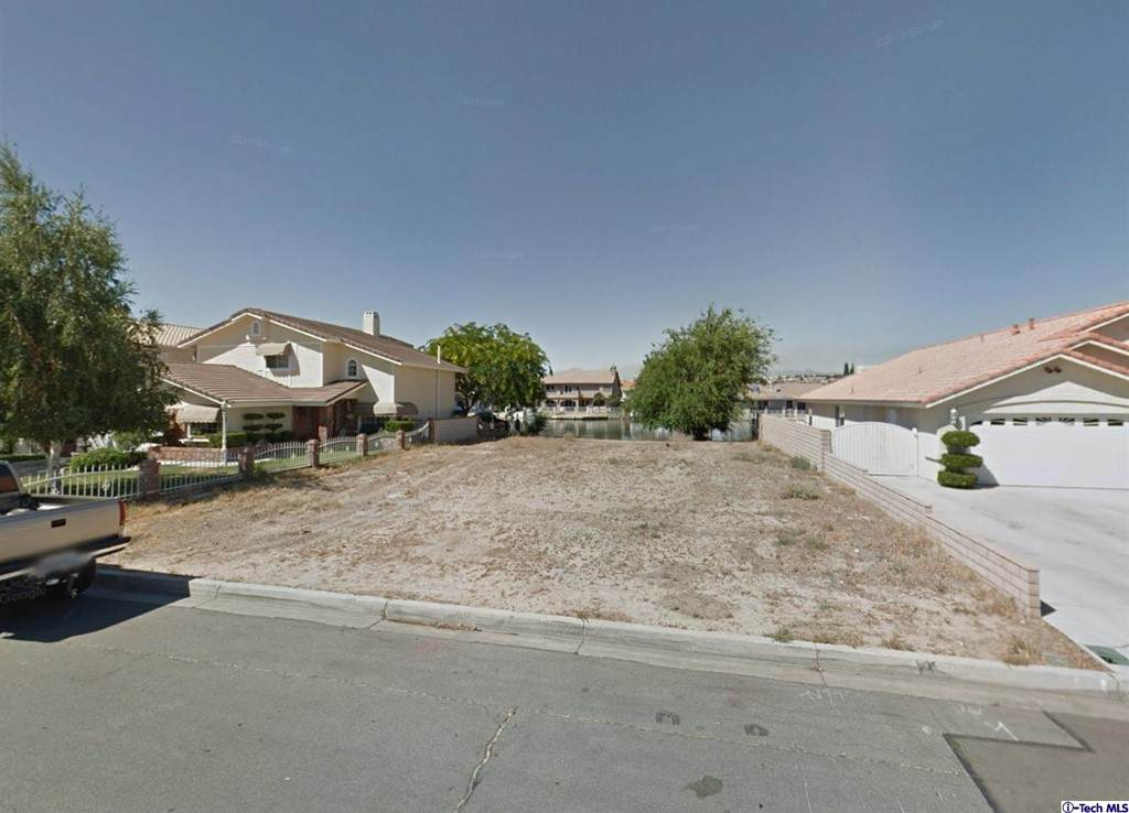 18215 Lakeview Drive - Photo 1