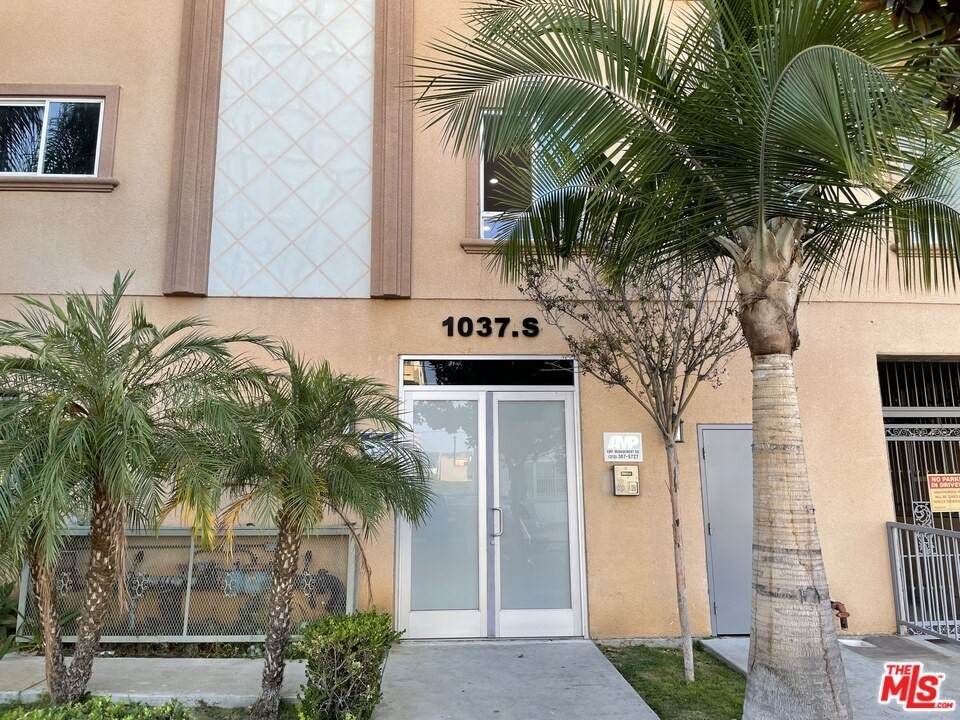 1037 Fedora Street - Photo 1