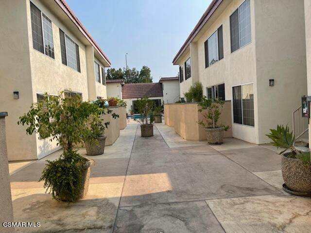 18640 Collins Street #110, Tarzana, CA 91356 (#221004645) :: Jett Real Estate Group
