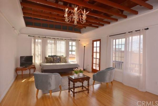 120 38th Place, Manhattan Beach, CA 90266 (#SB21197487) :: Corcoran Global Living