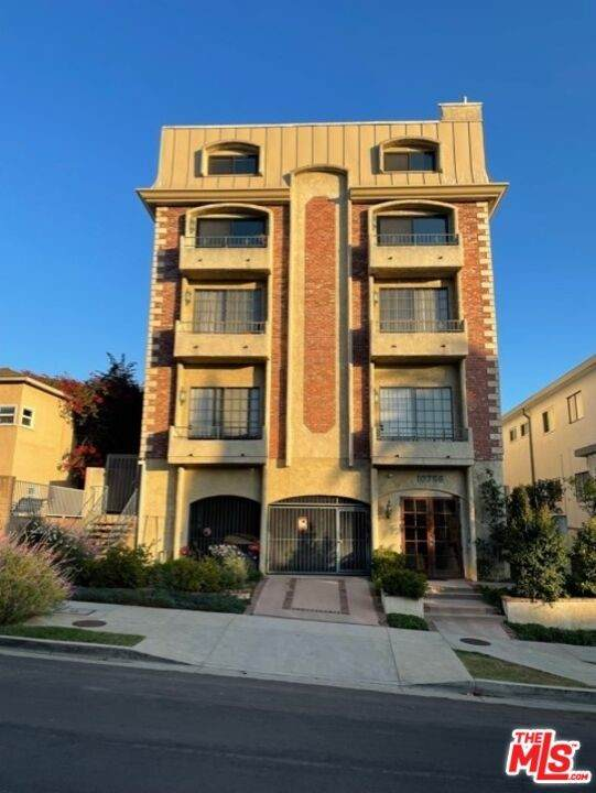 10756 Massachusetts Avenue #201, Los Angeles (City), CA 90024 (#21785474) :: First Team Real Estate