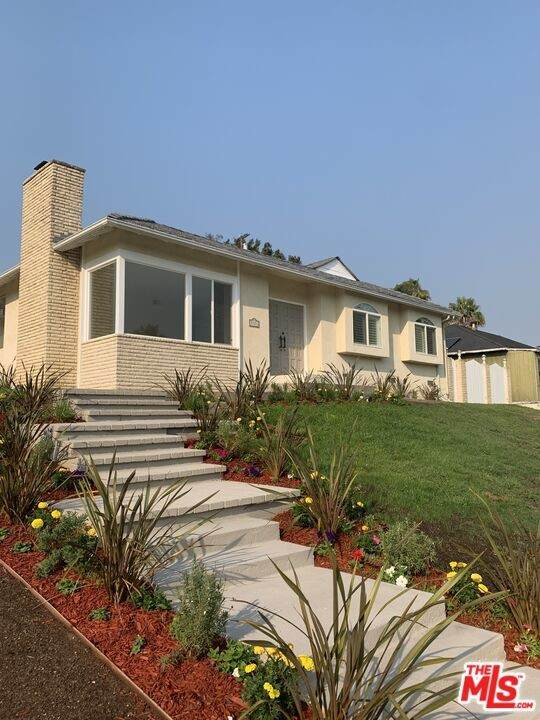 7721 Airport Boulevard, Los Angeles (City), CA 90045 (#21785880) :: Steele Canyon Realty