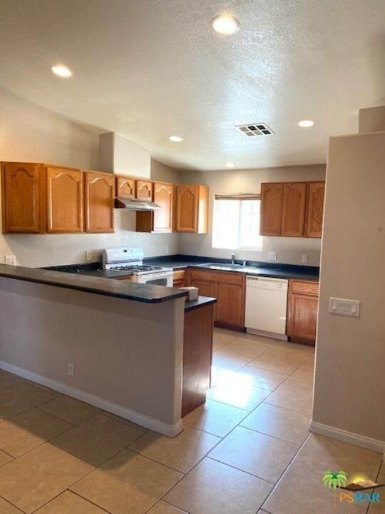 66433 Estrella Avenue, Desert Hot Springs, CA 92240 (#21786240) :: Jett Real Estate Group