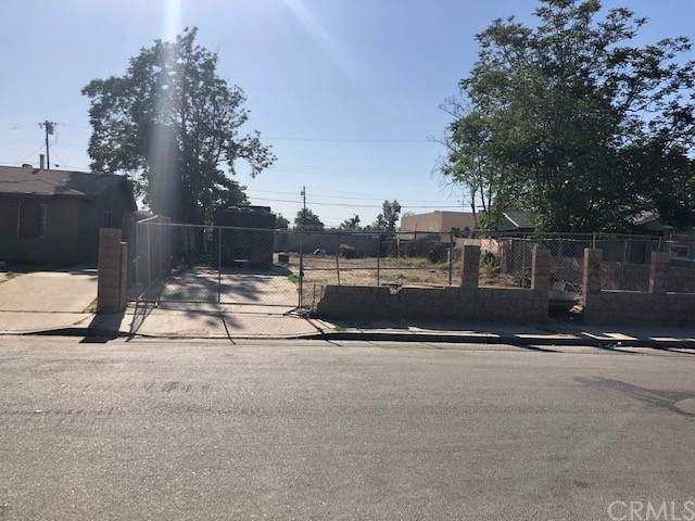 720 Beverly Drive, Bakersfield, CA 93307 (#DW21209561) :: American Real Estate List & Sell