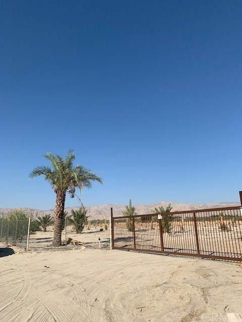 18982 Mountain View, Desert Hot Springs, CA 92241 (#PW21208835) :: Team Forss Realty Group