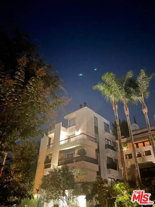 9033 Vista Grande Street, West Hollywood, CA 90069 (#21788234) :: The DeBonis Team