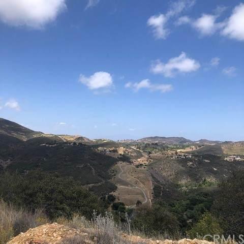 8 Hacienda Drive, Murrieta, CA 92562 (#SW21214097) :: Zember Realty Group