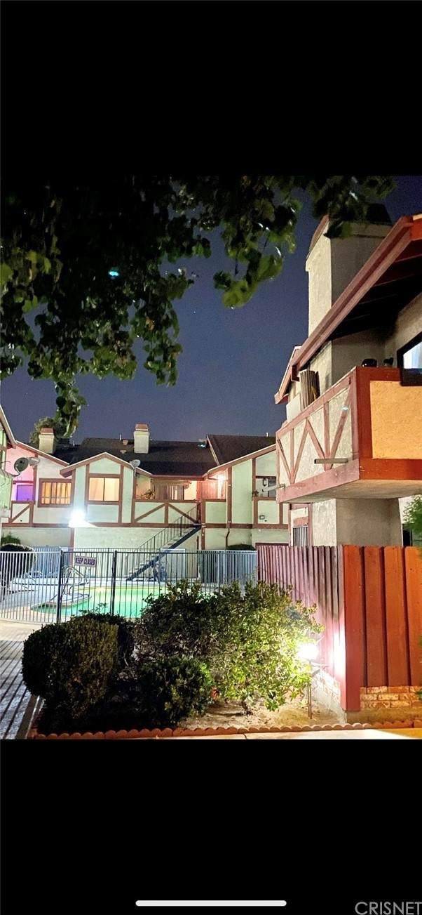 13961 Osborne Street #209, Arleta, CA 91331 (#SR21215954) :: The Kohler Group