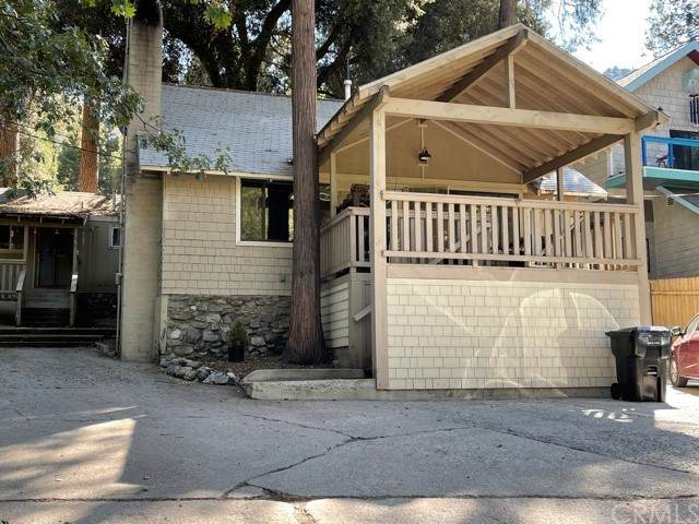 40915 Valley Of The Falls Drive, Forest Falls, CA 92339 (#EV21219720) :: Blake Cory Home Selling Team