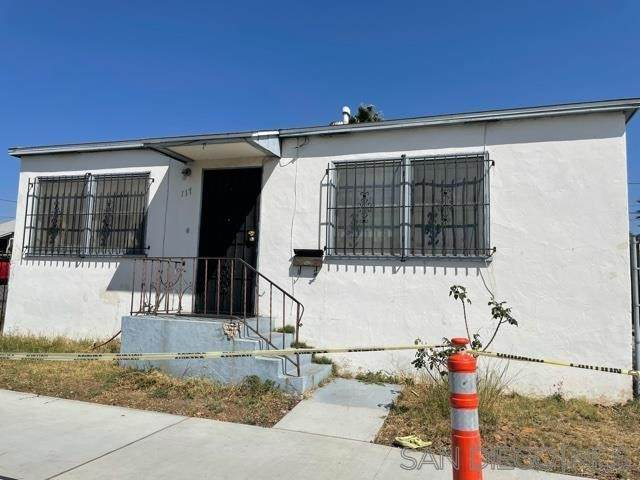 117 & 117 A Roosevelt Ave, National City, CA 91950 (#210027909) :: Latrice Deluna Homes