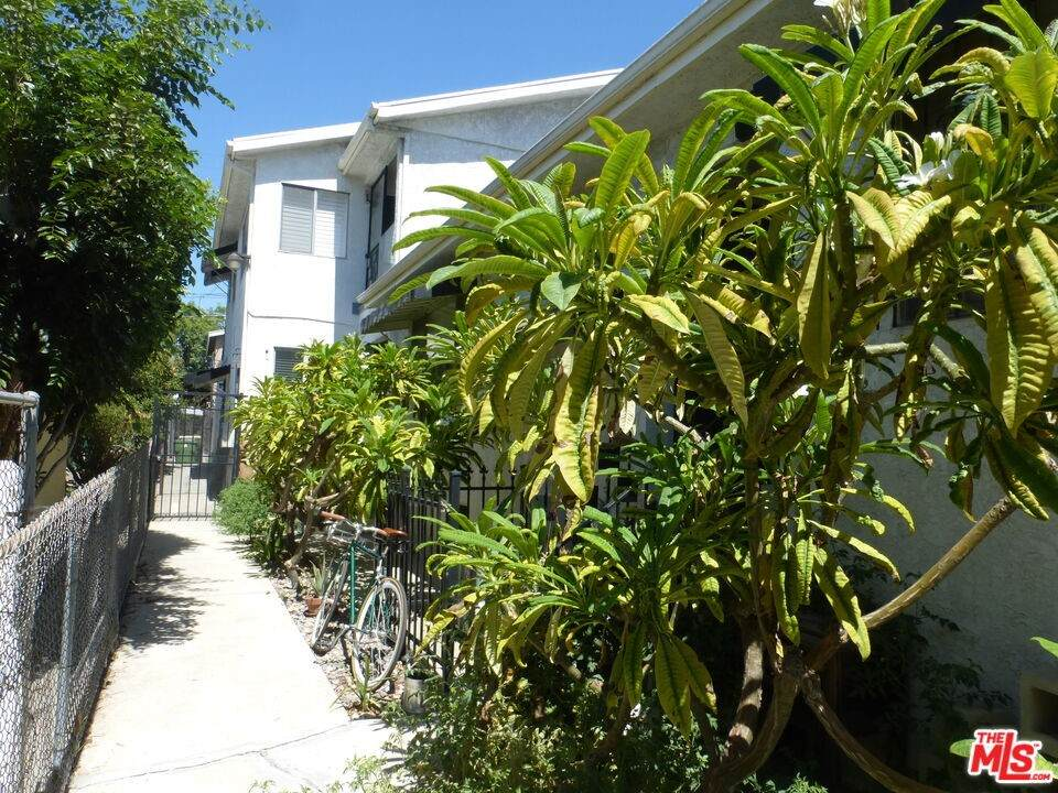 129 Robinson Street - Photo 1