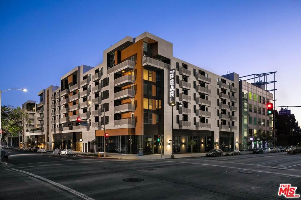 687 Hobart Boulevard - Photo 1