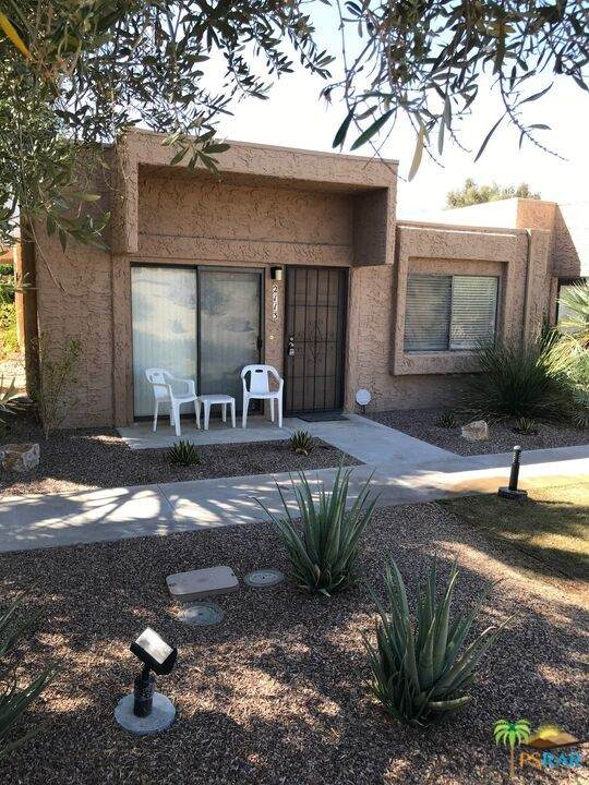 2113 Los Patos Drive, Palm Springs, CA 92264 (#21793522) :: Latrice Deluna Homes