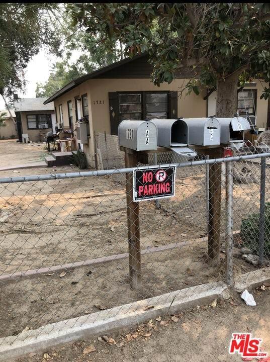 1721 Pacific Street, Bakersfield, CA 93305 (#21796408) :: Blake Cory Home Selling Team
