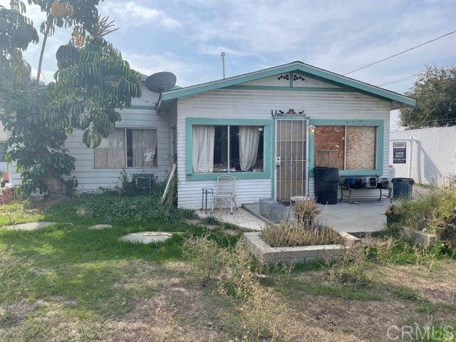 9025-main house Kenwood Drive, Spring Valley, CA 91977 (#PTP2107297) :: Robyn Icenhower & Associates