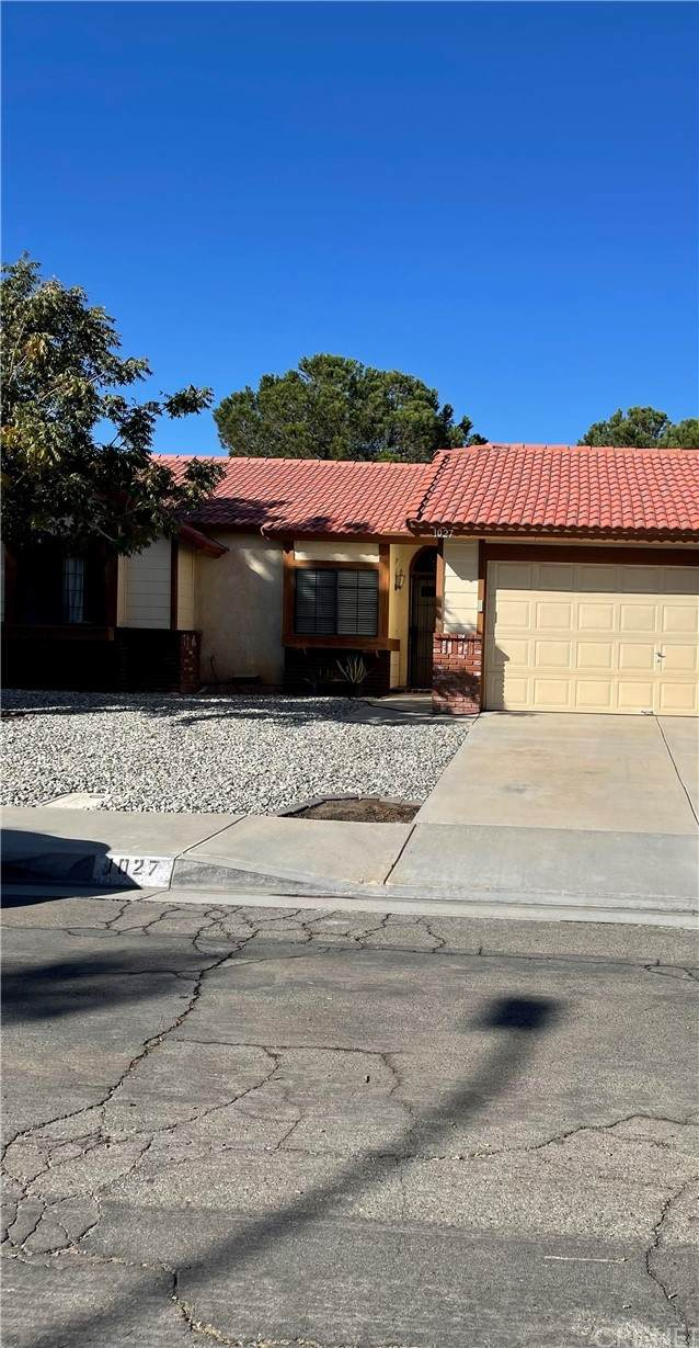 1027 Stephanie Court, Lancaster, CA 93535 (#SR21230817) :: Blake Cory Home Selling Team