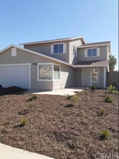 2231 W Holt Avenue, El Centro, CA 92243 (#SW21231905) :: Hart Coastal Group
