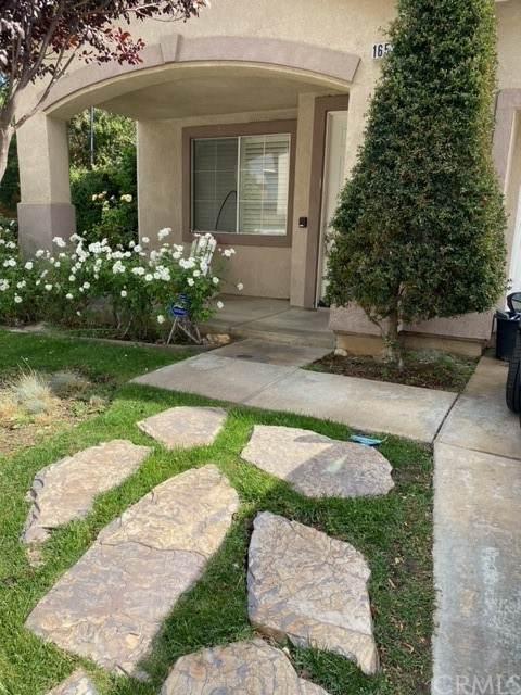 16539 Escalon Drive, Fontana, CA 92336 (#IV21237305) :: Steele Canyon Realty