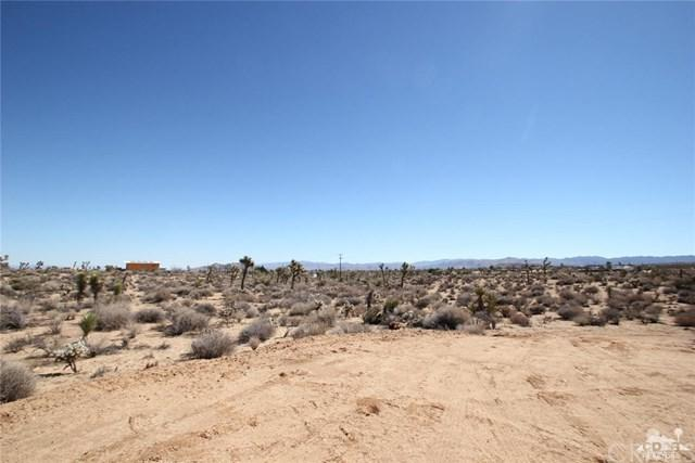 3-parcels Warren Vista 13 Acres Total, Yucca Valley, CA 92284 (#217003906DA) :: RE/MAX Masters