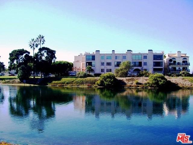 6220 Pacific Avenue #303, Playa Del Rey, CA 90293 (#17258776) :: Erik Berry & Associates
