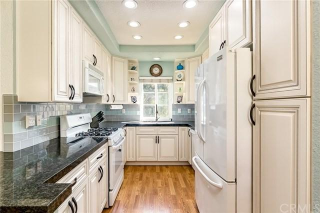 8 Via Solaz, Rancho Santa Margarita, CA 92688 (#PW17236880) :: DiGonzini Real Estate Group