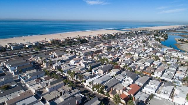 243 Walnut Street, Newport Beach, CA 92663 (#OC17238749) :: Teles Properties | A Douglas Elliman Real Estate Company