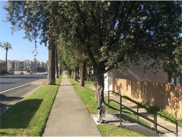 1305 Massachusetts Avenue #203, Riverside, CA 92507 (#TR17262696) :: Dan Marconi's Real Estate Group