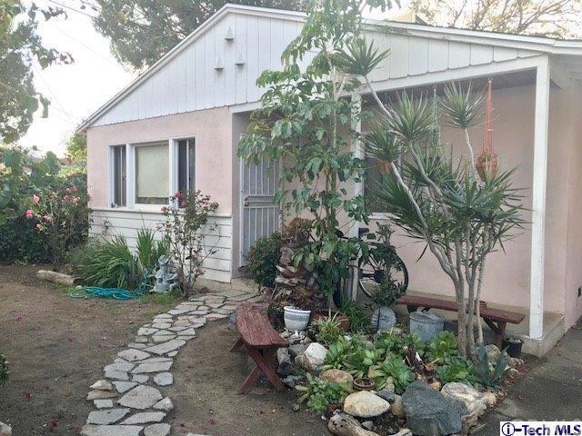 10819 Scoville Avenue, Sunland, CA 91040 (#318000710) :: Z Team OC Real Estate
