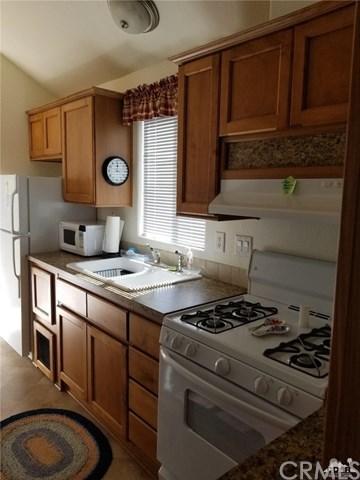 74711 Dillon Rd #206, Desert Hot Springs, CA 92241 (#218007362DA) :: Barnett Renderos