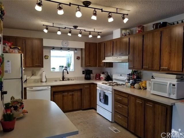 74711 Dillon Road #386, Desert Hot Springs, CA 92241 (#218007770DA) :: Barnett Renderos