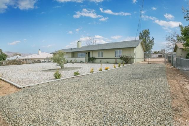 17711 Smoke Tree Street, Hesperia, CA 92345 (#SB18061854) :: Realty Vault
