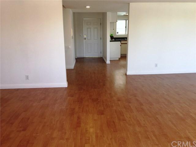 710 E San Jose Avenue E5, Burbank, CA 91501 (#TR18090295) :: Barnett Renderos