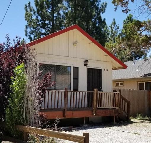 2104 4th Lane, Big Bear, CA 92314 (#EV18139086) :: Barnett Renderos