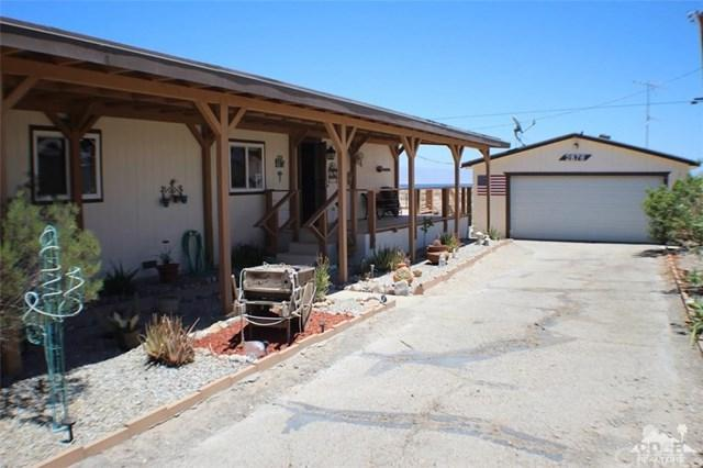 2876 Crystal Lake Avenue, Salton City, CA 92274 (#218019792DA) :: Team Tami