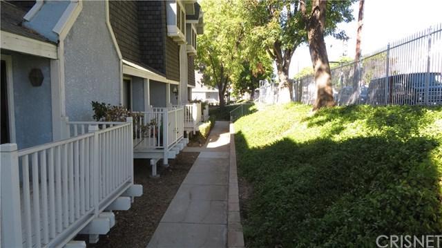 18440 Lemarsh Street #19, Northridge, CA 91325 (#SR18226824) :: Fred Sed Group