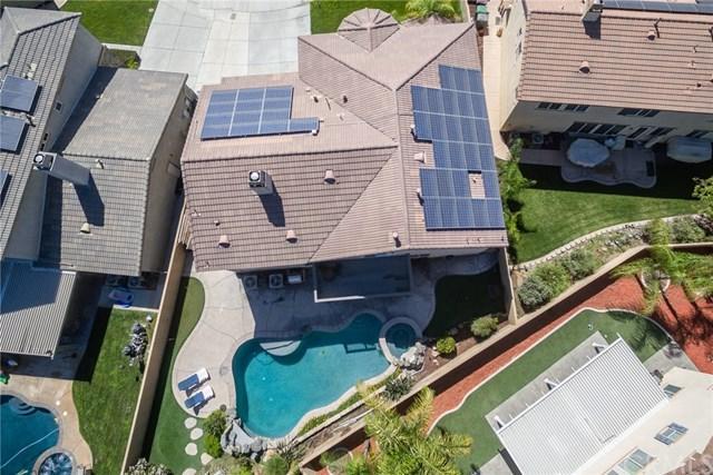 28836 Cloverdale Circle, Menifee, CA 92584 (#SW18222023) :: Impact Real Estate