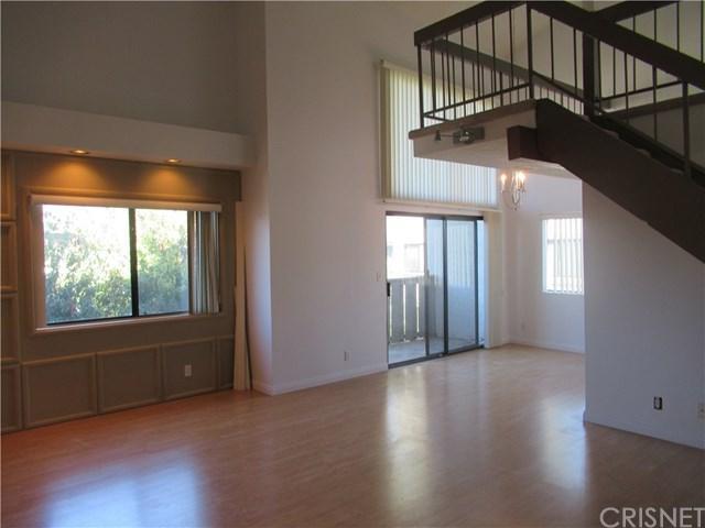 18445 Hatteras Street #402, Tarzana, CA 91356 (#SR18245535) :: Mainstreet Realtors®