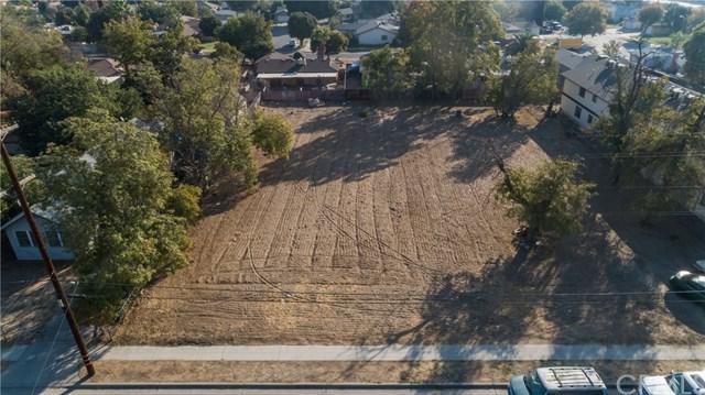 2569 S Holloway Avenue, Fresno, CA 93725 (#PI18254984) :: Fred Sed Group