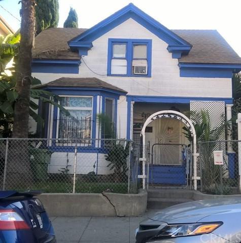 583 W 8th Street, San Pedro, CA 90731 (#SB18260327) :: Fred Sed Group