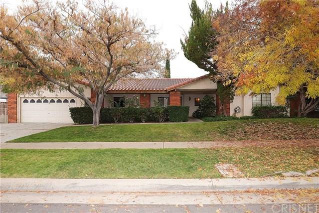408 Bogie Street, Palmdale, CA 93551 (#SR18290073) :: Fred Sed Group