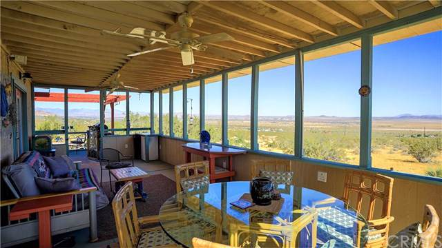 6949 Old Copper Mountain Road, Joshua Tree, CA 92252 (#JT19153086) :: Steele Canyon Realty