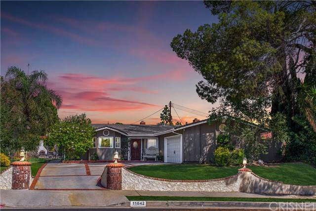 11842 Monogram Avenue, Granada Hills, CA 91344 (#SR19170670) :: Fred Sed Group