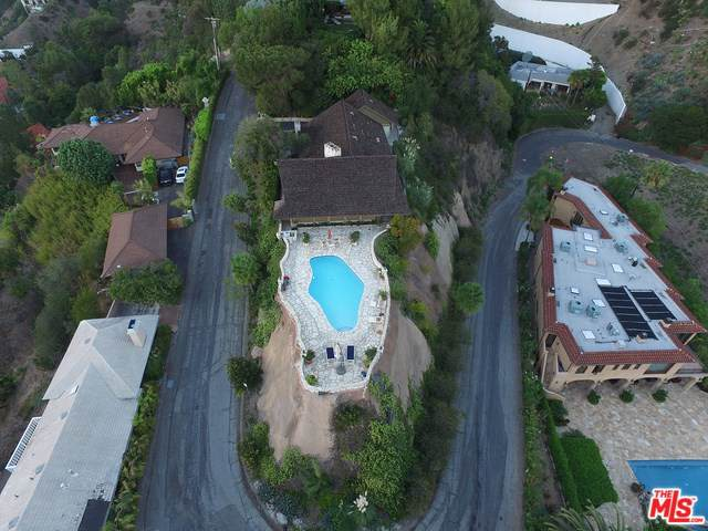 1326 Beverly Estates Drive, Beverly Hills, CA 90210 (#19498810) :: Team Tami
