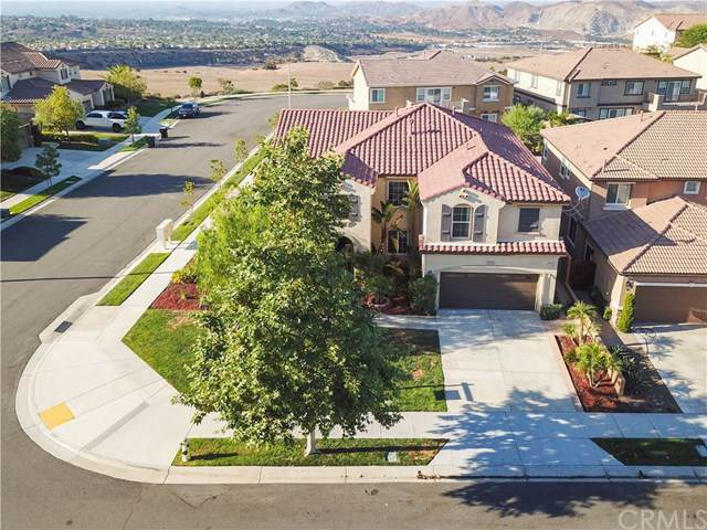 7506 Sanctuary Drive, Corona, CA 92883 (#PW19198767) :: Fred Sed Group