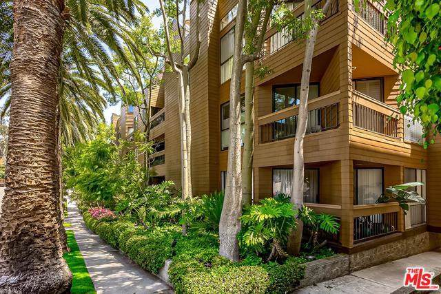 11628 Montana Avenue #304, Los Angeles (City), CA 90049 (#19501644) :: Veléz & Associates