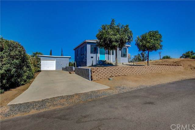 405 Lookout Street, Lake Elsinore, CA 92530 (#SW19199566) :: Allison James Estates and Homes