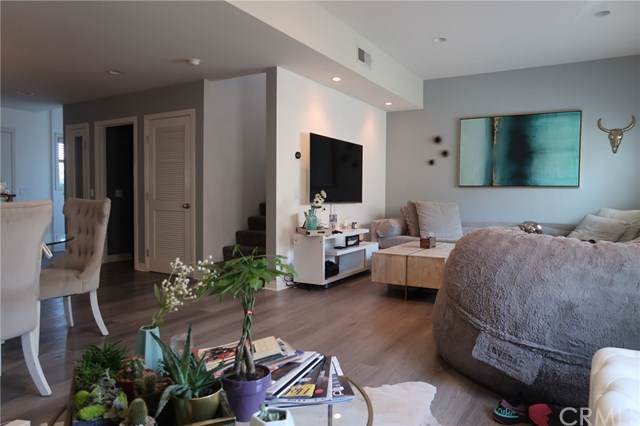 5052 Cahuenga Boulevard, North Hollywood, CA 91601 (#TR19201100) :: The Laffins Real Estate Team