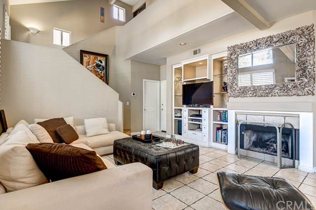 302 E 16th Street F, Costa Mesa, CA 92627 (#OC19211356) :: Allison James Estates and Homes
