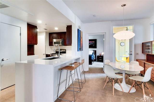 960 Palm Canyon Drive #205, Palm Springs, CA 92264 (#219024419DA) :: Berkshire Hathaway Home Services California Properties