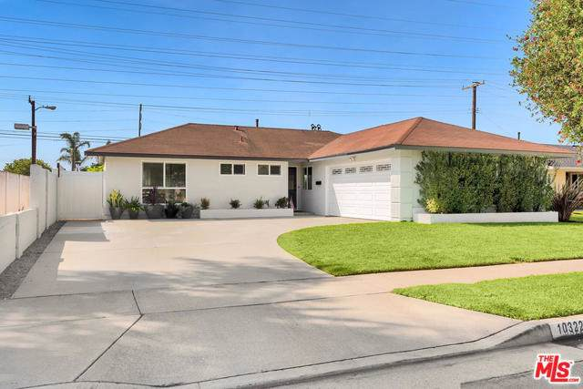 10322 Kukui Drive, Huntington Beach, CA 92646 (#19509918) :: California Realty Experts